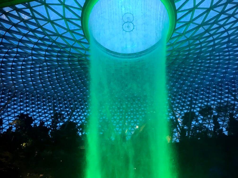 画像23 人工滝ライトアップ 緑