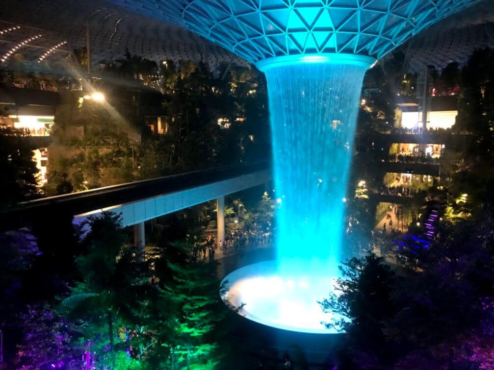 画像22 人工滝ライトアップ