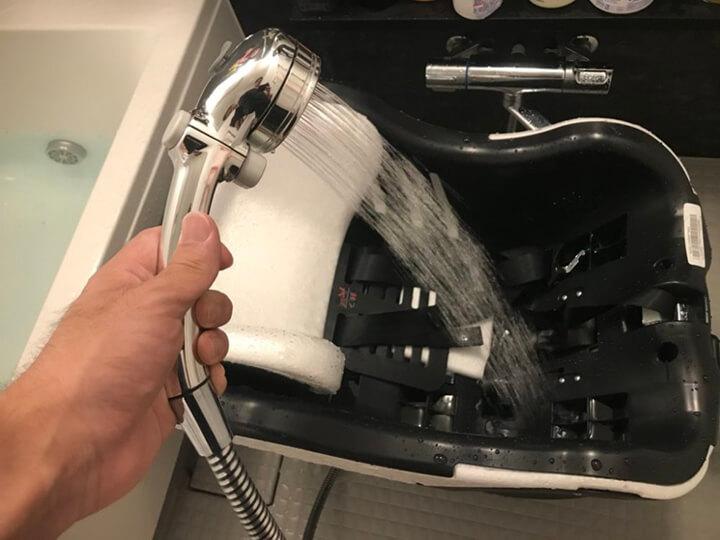 洗い場でシャワー