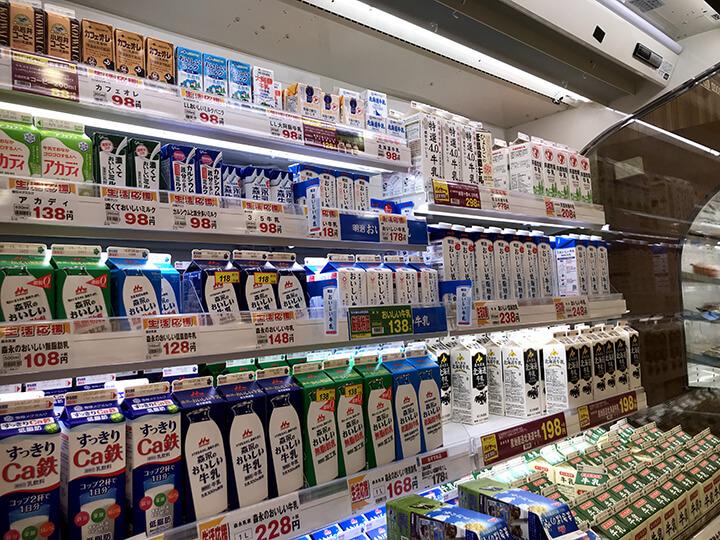 陳列された牛乳